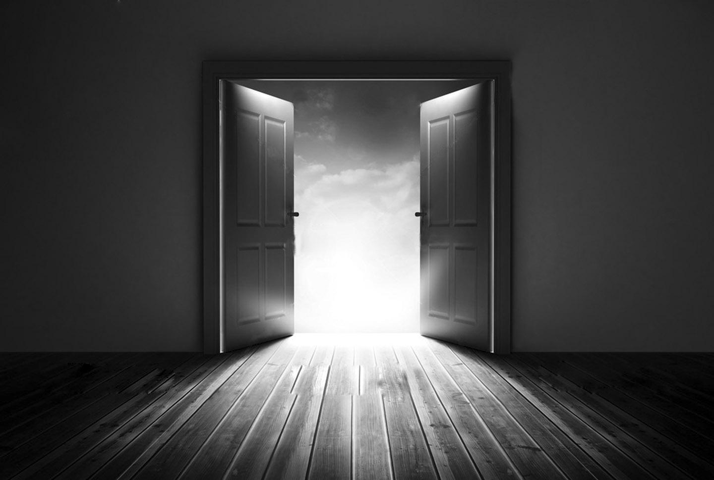 комната с дверями на картинке занятых
